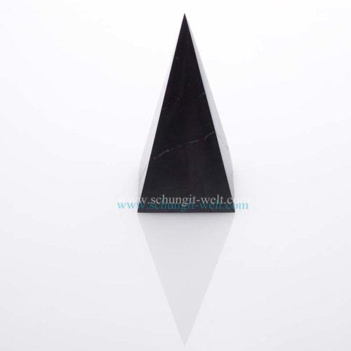 Schungit-Pyramide poliert hohe-113